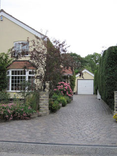 Traditional Property with Traditional Cobble Effect Driveway