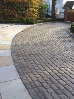 Circular Cobble Effect Driveway Allows for Stunning Welcome!