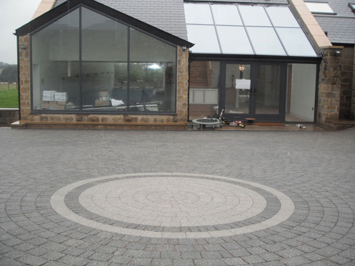 Drivesett Argent & Circle by Harrogate Patio Paving