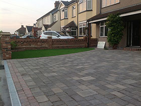 Drivesett Tegula by Leading Landscapes