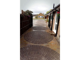 Drivesett Circle & Fairstone Setts by Perfect Paving