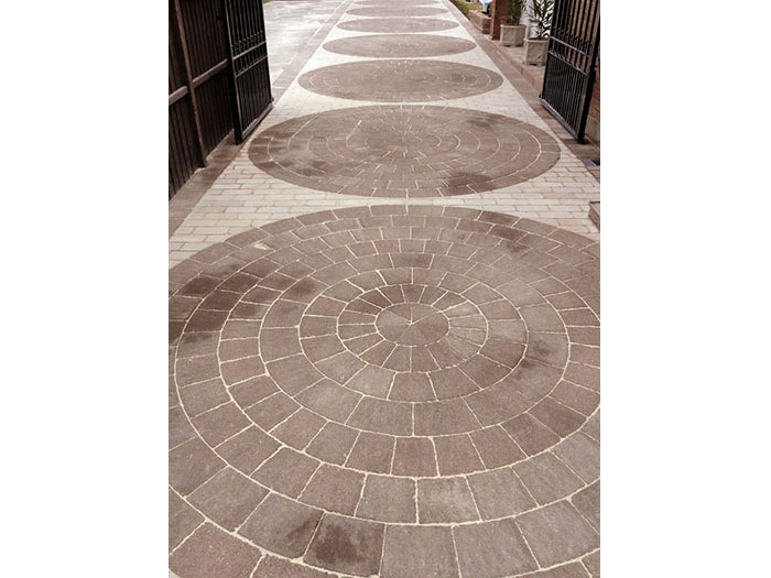 Drivesett Circle & Fairstone Split Setts by Perfect Paving