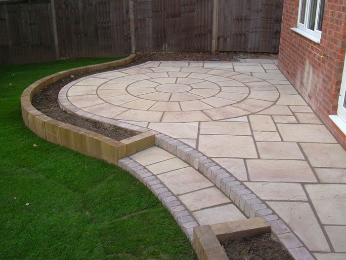 Heritage riven garden paving circles for Paving designs for small gardens