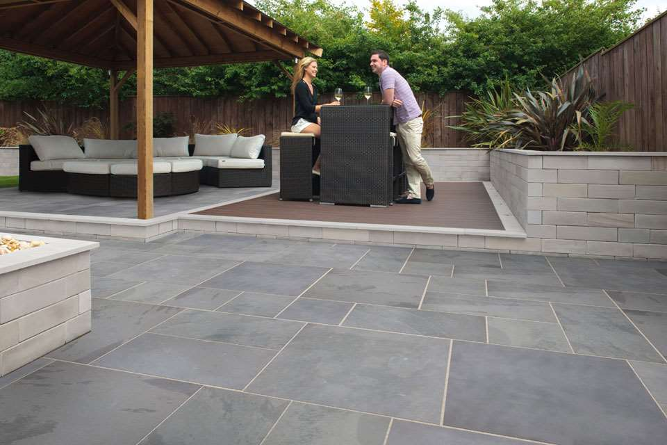 Fairstone slate casarta garden paving - Table de jardin en carrelage ...