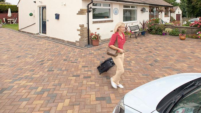 Driveline 50 Block Paving - Bracken and Burnt Ochre mix