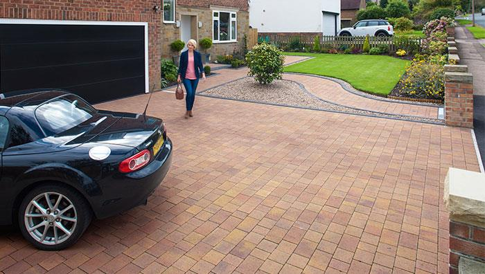 Drivesett Savanna, Autumn edged with Keykerb Large, Charcoal