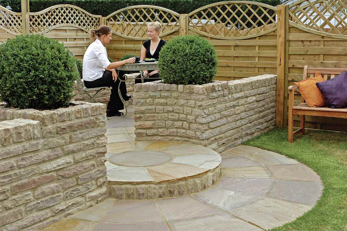 Outdoor Natural Stone : Fairstone pitch faced garden walling marshalls