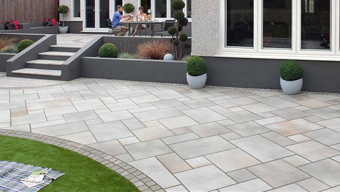 Fairstone Sawn, Caramel Cream Multi edged with Fairstone Slate Casarta, Silver Grey