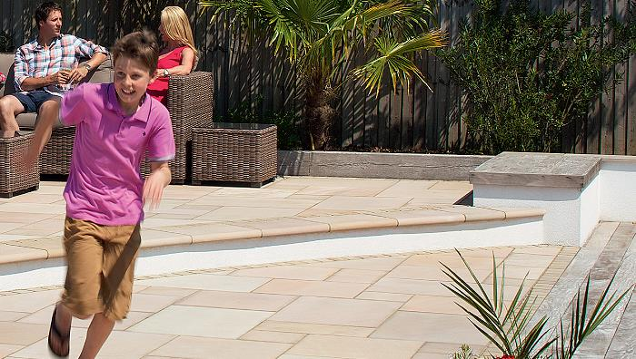 Sawn Versuro Paving, Golden Sand Multi Steps & edged with Driveway Setts, Autumn Bronze Setts