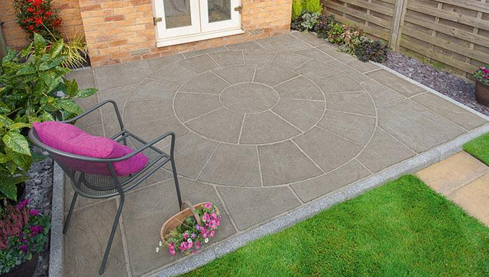 Pavesys Circle Grey Green, extended with Pavesys Grey Green Paving, Drivesett Argent Edging