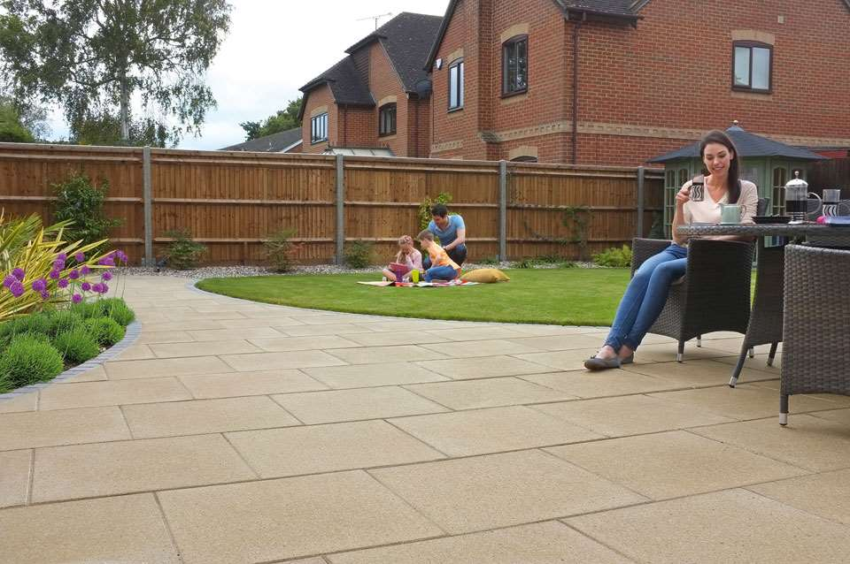 Perfecta Smooth Garden Paving Marshalls Co Uk