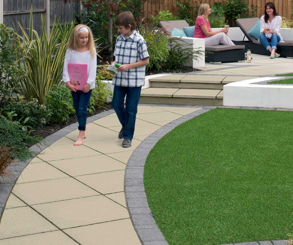Saxon textured garden paving for Garden paving ideas designs