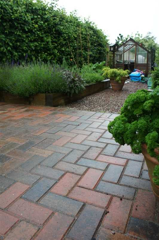 Waterdale landscapes marshalls accredited uk garden for Gardening qualifications